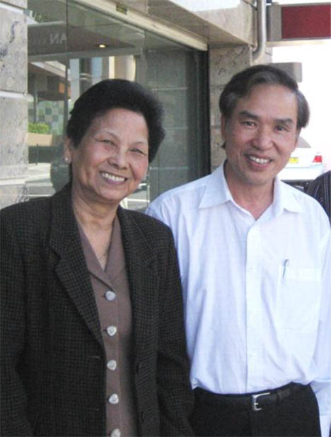 Em gái anh Dzoãn Bình và tôi chụp tại Bankstown, Sydney, Australia năm 2010.