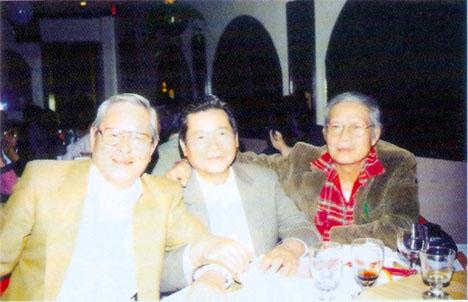 Ba người bạn:PHAN THANH VÂN - NGUYỄN HỮU LỢI - ĐẶNG CHÍ BÌNH trong dịp LỢI từ Úc sang Hoa-kỳ thăm tác giả 11-2003