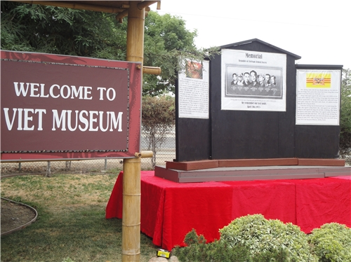 Bức tường tưởng niệm sẽ dựng tại San Jose và hình ảnh lịch sử tại Sài Gòn, trung tá Nguyễn Văn Long tự sát tại tượng đài TQLCVN