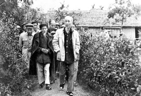 Bác Hồ về thăm quê Nghệ An năm 1961