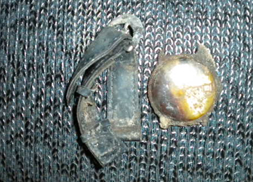 Chiếc đồng hồ và sợi dây đeo còn nguyên vẹn