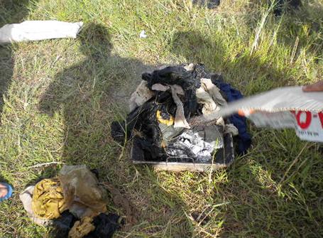 Đang tiến hành hỏa táng quần áo và các kỷ vật