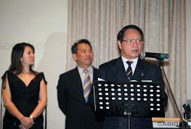 Ông Nguyễn Hữu An, chủ tịch Cổng Chào Saigòn, đang đọc diễn văn.