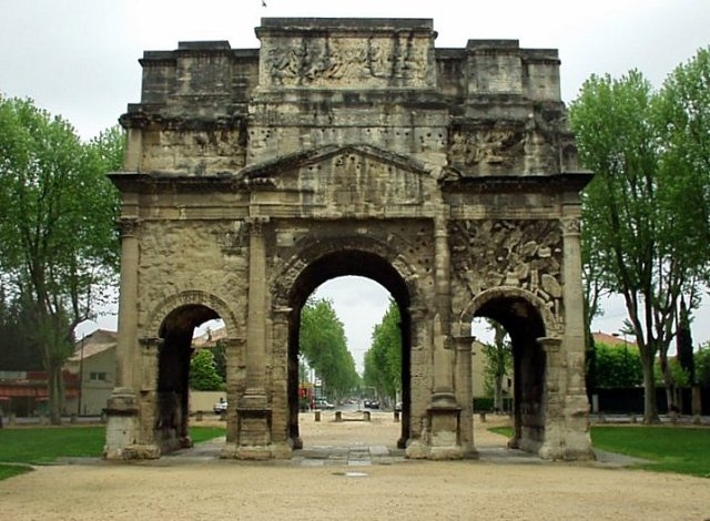 2-nkn-datiec-Arc_de_Triomphe_dOrange