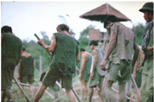 Các sĩ quan miền Nam trong các trại tù của cộng sản sau 1975