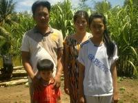 gia đình anh Trần Ngọc Bích, con trai của Người Tù Thế kỉ Nguyễn Hữu Cầu)