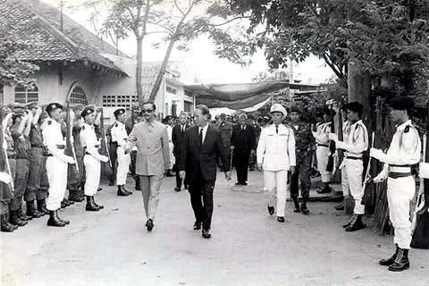 Tổng Thống Việt Nam Cộng Hòa Nguyễn Văn Thiệu và Phó Tổng Thống Nguyễn Cao Kỳ đến chia buồn cùng tang quyến tại tư gia cố Chuẩn Tướng Trương Quang Ân, số 58 cư xá Lê Đại Hành, Phú Thọ, Sài gòn vào thứ tư ngày 11 tháng 9 năm 1968.