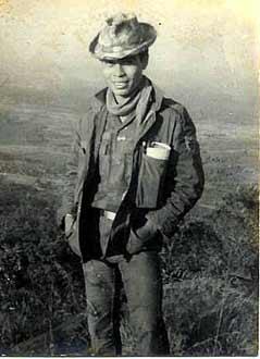 Hình cuả tác giả, chụp trên núi Ngô Sơn, một ngày trước khi bị đốn ngã trong lúc xung phong tái chiếm Trung tâm Yểm Trợ Tiếp Vận Pleiku, ngày Mồng Một Tết Mậu Thân