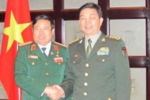 Phùng Quang Thanh và Bộ trưởng Quốc phòng Trung cộng Thường Vạn Toàn. (Ảnh: Quân Thủy/TTXVN)