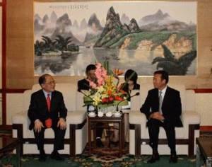 Hùng hói và lãnh đạo TP. Quế Lâm- Trung Cộng.