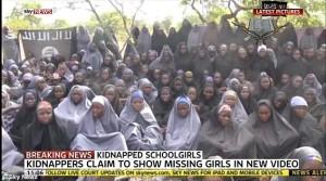 Hình của các nữ sinh bị bắt cóc chụp từ video do nhóm Boko Haram công bố