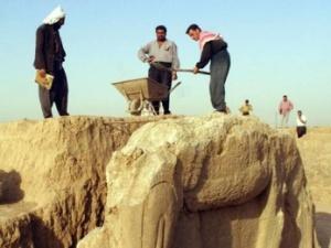 ISIS đập phá cổ vật