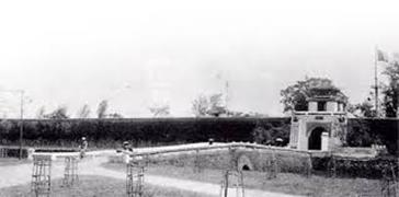 Cổng Thành cổ Vinh năm 1929.  Ảnh: Trần Đình Quân