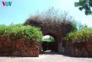 Vòm cửa Bắc (cửa hậu) thành Quảng Trị duy nhất còn lại hình hài.