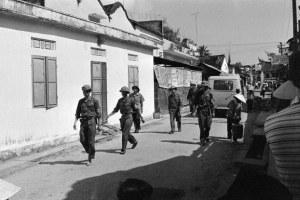Bộ đội Bắc Việt tuần tra các đường phố Đà Nẵng hôm 21/4/1975   AFP photo