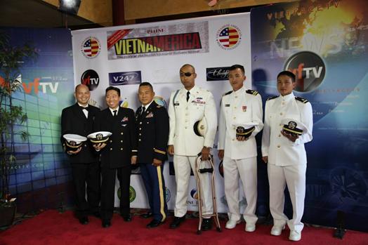 Một số lính trẻ Mỹ Gốc Việt có mặt tại Buổi Ra Mắt VIETNAMERICA tại quận Cam.  (Hình trên Facebook c ủa VIETNAMERICA: https://www.facebook.com/vietnamerica)