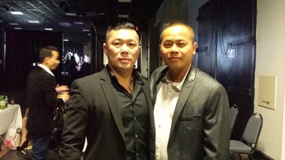 Nhạc sĩ Ðiền Nguyễn (trái) và một người bạn.  (Hình: Ðức Tuấn/Người Việt)