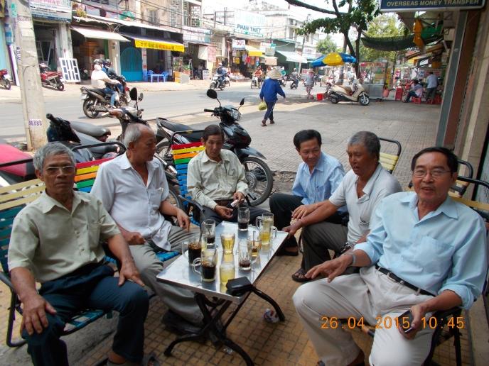 Hình ảnh Kỵ Binh Saigon gặp nhau ở cafe bình dân thân mật