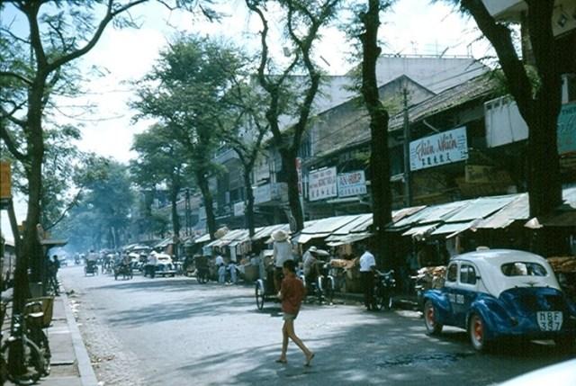 Khu Chợ Cũ trên đường Hàm Nghi