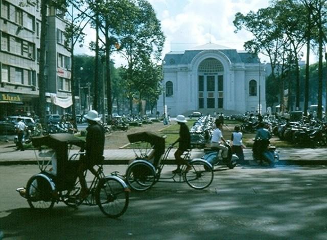 Nhà Văn Hoá cuối Đại lộ Lê Lợi