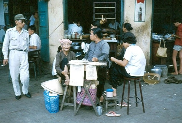 Quán nhậu bình dân gần kho bạc ở góc đường Nguyễn Huệ - Ngô Đức Kế.