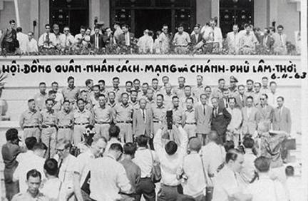 Nhung Ke Phan Loan trao Dat Nuoc Cho Cong San