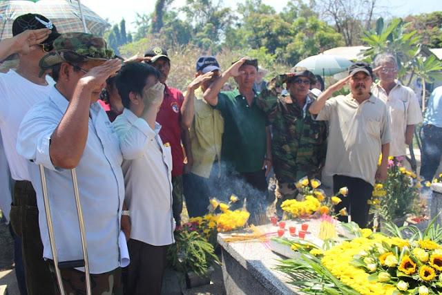 Các Cựu Quân nhân VNCH - các TPB VNCH đến tham dự thánh lễ và nghiêm chào trước mộ phần Tổng Thống theo lễ nghi quân cách