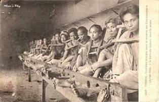 Tù nhân trong vụ Hà Thành Đầu Độc 1908 (nguồn: http://nguoidongbang.blogspot.ca/2014/08/nhung-hinh-anh-quy-hiem-vu-ha-thanh-au.html)