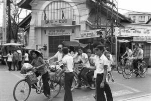Đường Lê Lợi sau 1975 - Sinh viên điều khiển giao thông