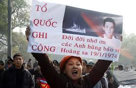 VNCH - Trung tá Ngụy Văn Thà, hạm trưởng HQ-10, Thiếu tá Nguyễn Thành Trí, hạm phó, Đại úy Huỳnh Duy Thạch, cơ khí trưởng, hy sinh theo chiến hạm trong trận hải chiến Hoàng Sa với quân thù Trung Quốc vào tháng 1/1974.