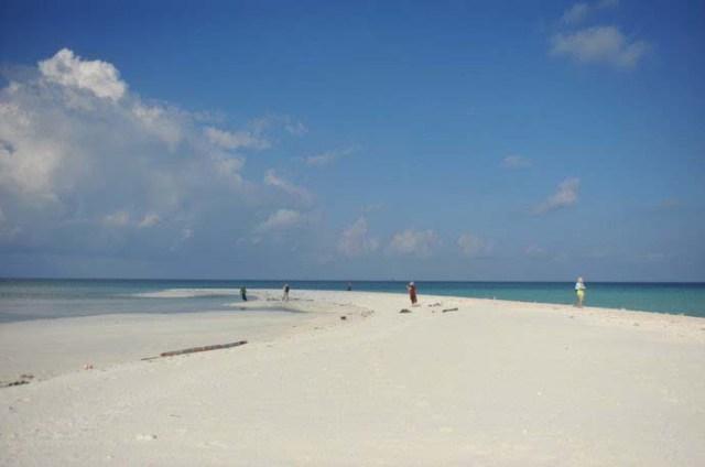 Bãi cát trên đảo Bạch Qui (Passu Keah Island – Penshi Yu)