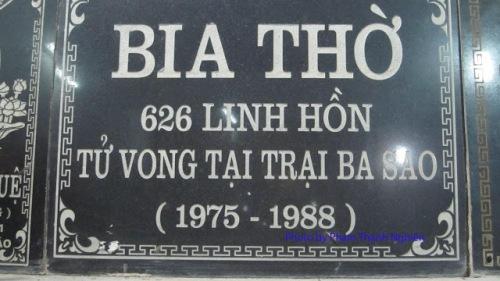 Tấm bia thờ tù nhân chính trị chết ở trại Ba Sao do người Giám thị lập, hiện đang được đặt tại một ngôi Chùa ở miền Bắc.