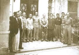Hồ Chí Minh (giữa)và Tướng Sainteny sau lễ ký kết Hiệp định sơ bộ 6/3/1946, 38 Lý Thái Tổ, Hà Nội