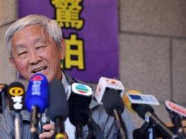 Hồng Y Josef Zen đồng hành với con chiên ở Hồng Kông (Kính gởi Hồng Y Josef Zen, Kính xin Hồng Y làm ơn qua VN làm chủ tịch HDGMVN cho giáo dân VN nhờ. Mấy ông HY, TGM,GM VN hiện đang bận họp UBND không rảnh để lo cho giáo dân!!)