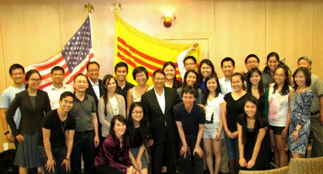 Tướng Lê Minh Đảo với các quan khách và các thành viên SVSA tại Đại Học Stanford ngày 30-04-2015