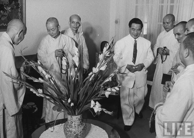 Tổng thống VNCH Ngô Đình Diệm tiếp đoán các nhà sư thuộc Ủy Ban Thống Nhât