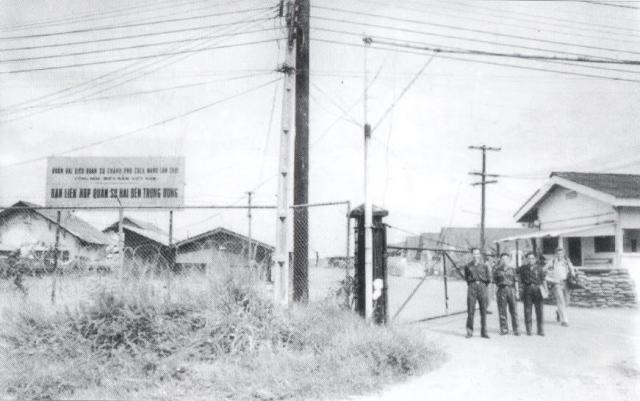 Cổng trại Davis thời Hiệp Định Paris năm 1973